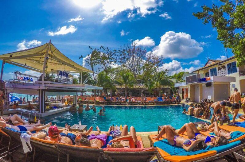 Ark Bar Beach Resort pool